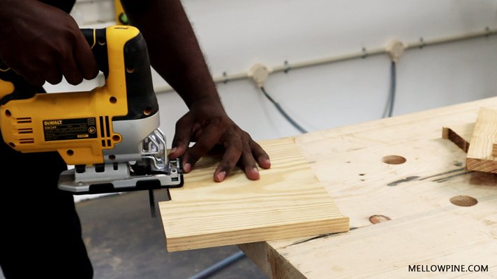 using the jig-saw for squaring the corners