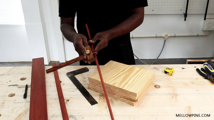 Setting the width on the marking gauge from the padauk lining piece