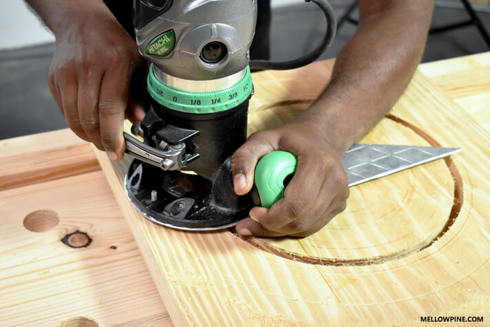 Cutting the large circular hole in the leg piece using the router