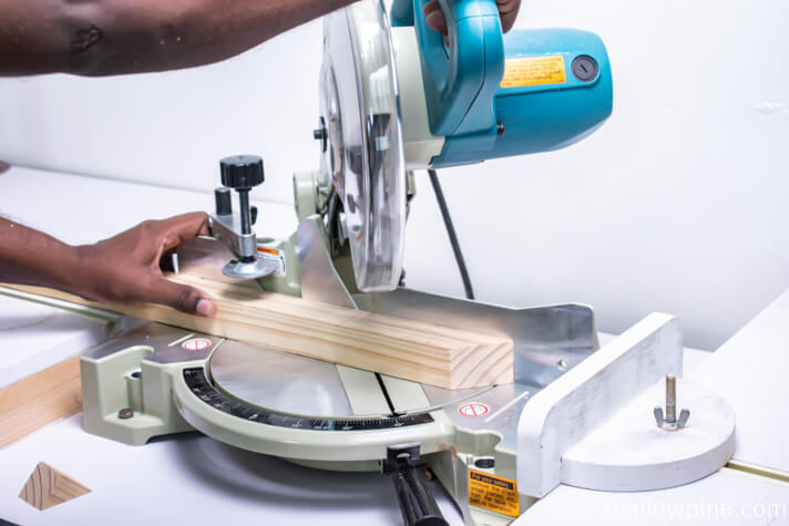 Making the inclined bracing pieces on the miter saw