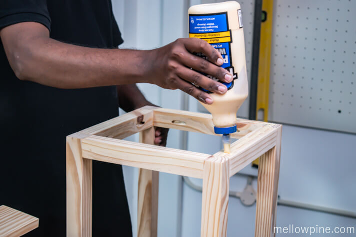 Applying wood glue on the frame