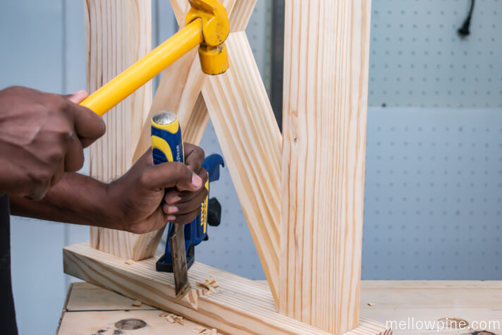 Making the dovetail slot using a chisel