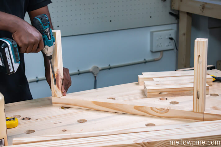 Joining the bracing pieces to the legs