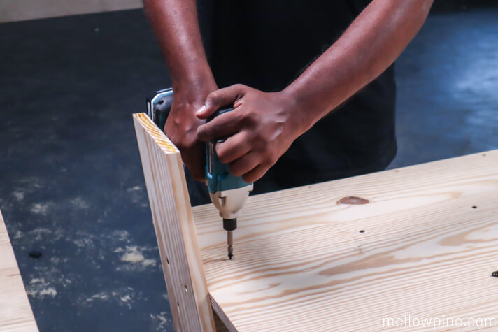 Fixing the support piece to the desk top