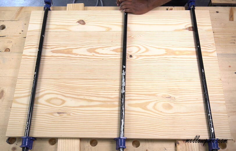 Clamping the desk top panel